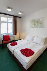 Postel nebo postele na pokoji v ubytování Masarykova Kolej