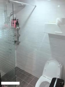 A bathroom at Blue Boat Hostel Myeongdong