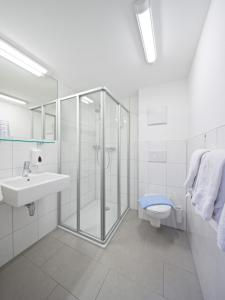 Ванная комната в Pension Zum Löwen
