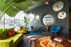 A seating area at Hotel2Stay
