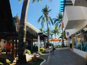 A restaurant or other place to eat at Calypso Beach and Dive Resort