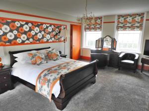 A bed or beds in a room at Glenfall House and Coach House