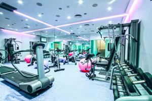 The fitness center and/or fitness facilities at Hotel Luxe