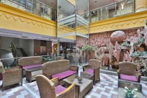 Um restaurante ou outro lugar para comer em OYO 146 Al Asemah Hotel