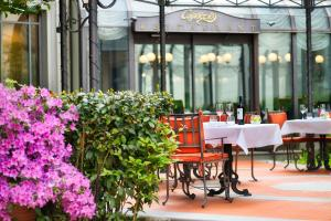 A restaurant or other place to eat at Palazzo Montebello