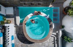 المسبح في فندق كاربوناكي أو بالجوار