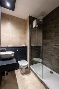 A bathroom at Fir Trees Hotel