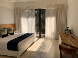 A bed or beds in a room at Hotel Nya