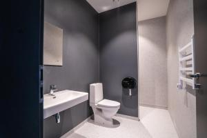A bathroom at Light House Coliving