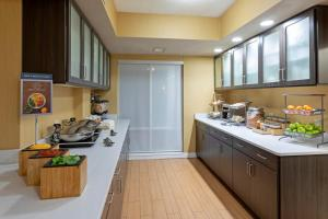 A kitchen or kitchenette at SpringHill Suites Rochester Mayo Clinic Area / Saint Marys