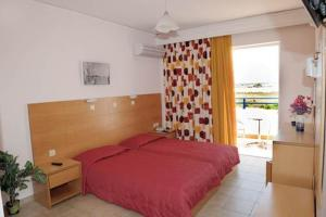 A bed or beds in a room at Hotel Tigaki's Star