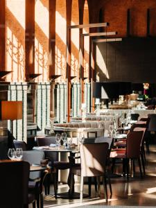 A restaurant or other place to eat at Opus XVI