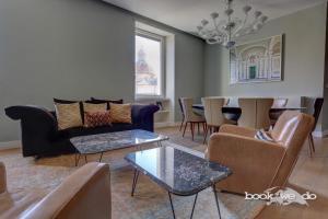 A seating area at Portico D'Ottavia - Bookwedo