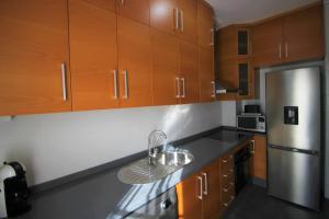 A kitchen or kitchenette at Apartamento CasaTuris cerca del aeropuerto de El Altet AT101