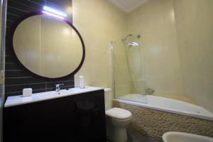A bathroom at Apartamento CasaTuris cerca del aeropuerto de El Altet AT101