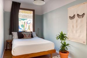 Cama o camas de una habitación en Selina Secret Garden Lisbon
