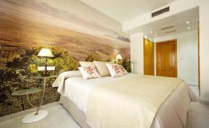 A bed or beds in a room at Hotel Torrepalma
