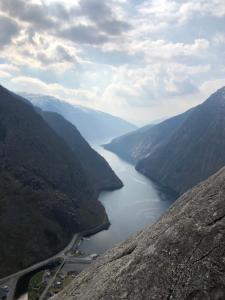 Utsikt mot fjell, enten fra bed-and-breakfastet eller fra et annet sted