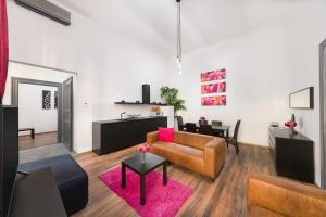 A seating area at Karma Boutique Apartments