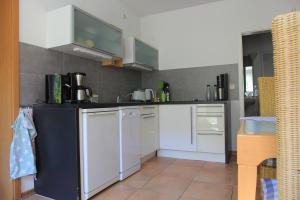 Küche/Küchenzeile in der Unterkunft Ferienwohnung Sayn bei Koblenz