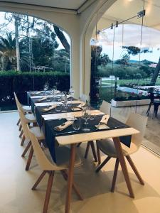A restaurant or other place to eat at Hort Sant Patrici - Adults Only