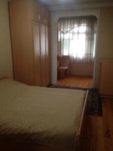 Cama ou camas em um quarto em NIZAMI Street 1 Bedroom
