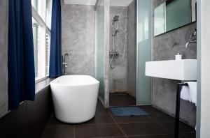 A bathroom at Hotel Simple