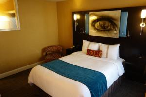 A bed or beds in a room at The Dylan Hotel at SFO