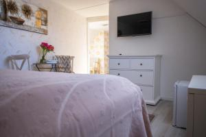 A bed or beds in a room at Suviste Guesthouse