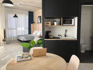 A kitchen or kitchenette at Talo Urban Rooms