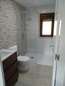 A bathroom at O CORPIÑO DE CHORENTE