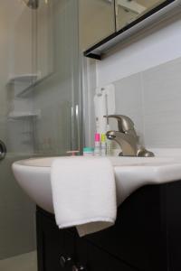 A bathroom at Chelsea Inn