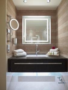 A bathroom at Land & Golf Hotel Stromberg
