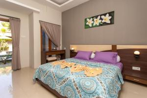 A bed or beds in a room at Raj Sindy Villa & Suites