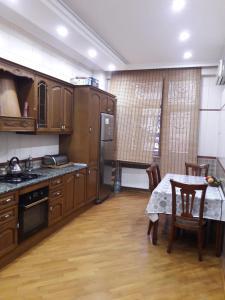 A cozinha ou cozinha compacta de HAPPINESS PALACE 2 Bedrooms