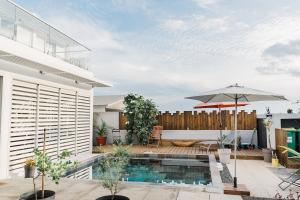 The swimming pool at or near Maison TONGA piscine jaccuzi