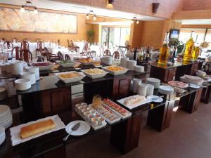 Um restaurante ou outro lugar para comer em Park Hotel Calama