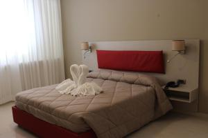 A bed or beds in a room at Hotel San Pietro
