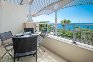 Een balkon of terras bij Oceanside Terrace Apartment by HR Madeira