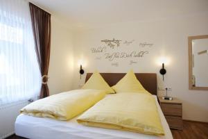 Ein Bett oder Betten in einem Zimmer der Unterkunft Winneburger Hof