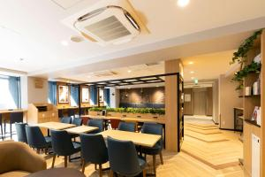 A restaurant or other place to eat at Comfort Hotel Shin-Osaka