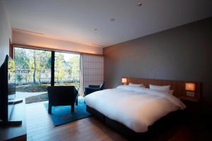 Een bed of bedden in een kamer bij Aoi Philosophers Path Villa