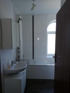 A bathroom at Holsteiner Hof