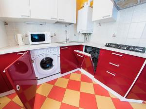 Кухня или мини-кухня в Apartment on Michurina47