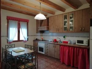A kitchen or kitchenette at Las Casonas de Chavida