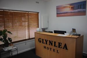 The lobby or reception area at Glynlea Motel