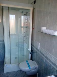 A bathroom at Hotel Villa Adele