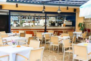 A restaurant or other place to eat at Hotel San Pietro
