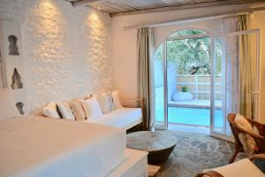 A bed or beds in a room at Caesars Gardens Hotel & Spa - Adults Only