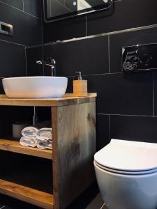 A bathroom at Tortoise